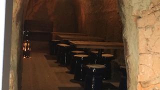 世界初、登り窯の中でお茶をする!信楽陶芸村の「のぼり窯カフェ」