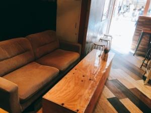 店内のソファー席の写真です