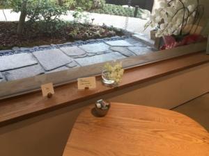 低めのテーブル