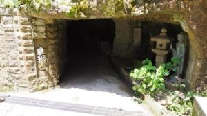 メインの洞窟の入り口の前に到着しました