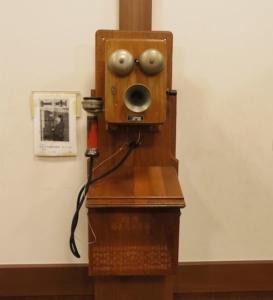 ちょっと昔の電話も展示