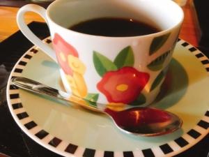 お花柄の可愛いコーヒーカップです