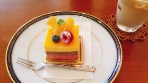 いただいた華やかで可愛いケーキです