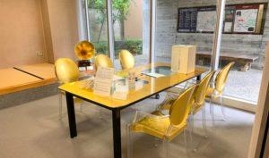金色のテーブルセット