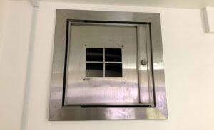 金庫の内側からみた小窓