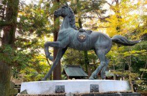 布市神社の神馬
