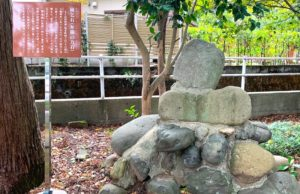 雨乞石と言われる弁慶の力石