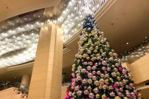 ロビーの大きなクリスマスツリー