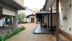 泉鏡花記念館の前庭