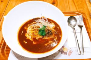 とろけるチェダーチーズ坦々カリースープのパスタ