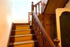 入り口すぐにある階段