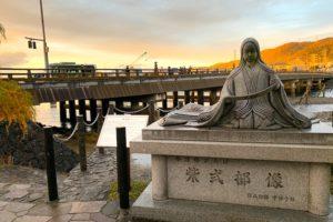 宇治橋と紫式部像