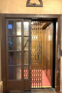 日本最古の手動エレベーター