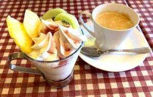 ミニパフェとコーヒー