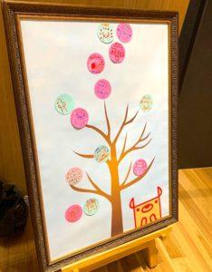 のっティへのメッセージが椿の花になって咲いています
