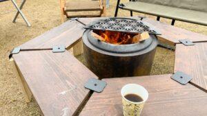 焚き火に当たりながら野点コーヒー