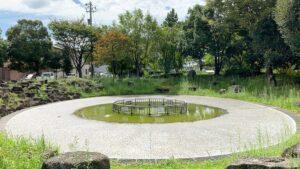 経塚公園(泉の広場)の噴水たまりば